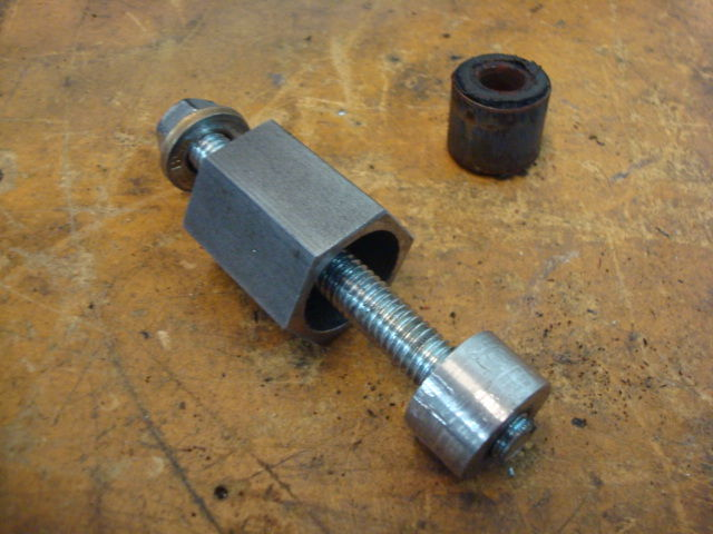 Swinging arm bush extractor tool